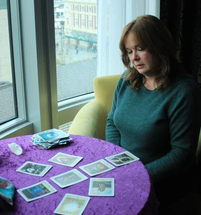 Chat 2 Charlie, psychic medium - offering tarot card readings